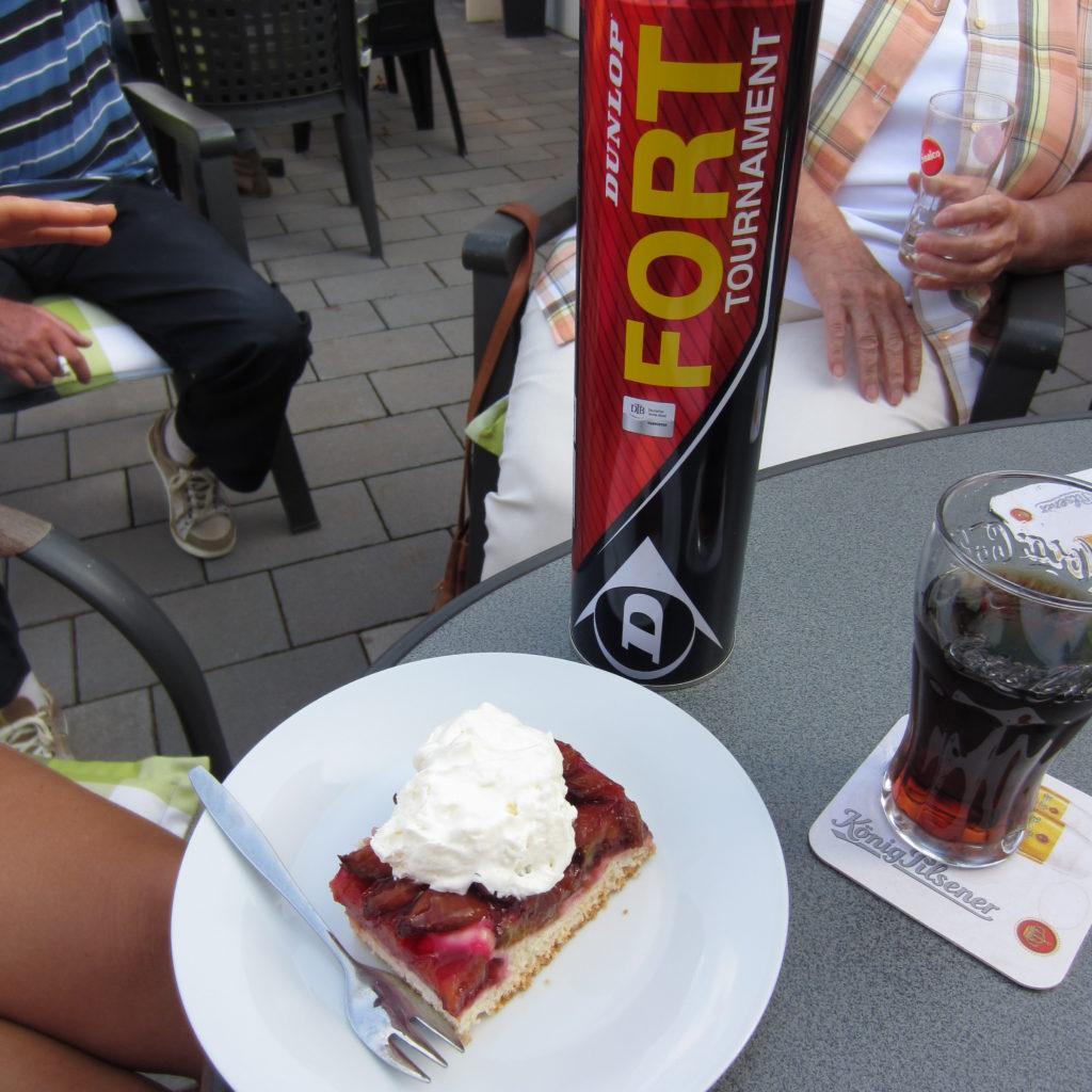 Tennisbälle+Pflaumenkuchen=Pflaumenkuchen-Turnier!